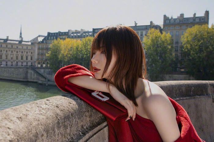 """号称""""娱乐圈照妖镜""""的视觉中国的照片,戚薇却在微博发文力挺"""
