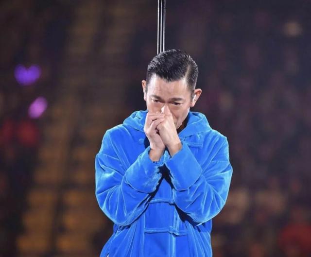 沙演唱会_刘德华腰斩演唱会,声沙落泪向观众致歉却被吐槽不敬业