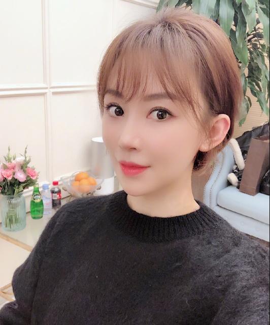 36岁潘晓婷再晒性感照,终于换新发型了!第4张图美出新