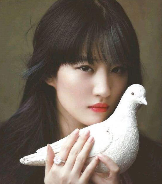 原以为杨颖,刘亦菲齐刘海已经够美了,看到杨幂,网友不图片