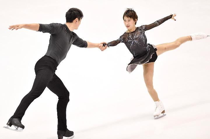 全国花样滑冰冠军赛  彭程/金杨领跑双人滑短节目
