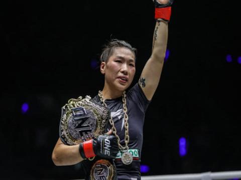 曹岩磊世界大师赛逆袭称王 唐丹霸气夺冠