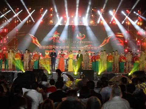 乌兰图雅放歌首届中国农民电影节,与全国农民群众共庆丰收之年图片