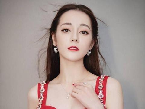 被搞的嫩妻_49岁于谦近照,买京城4万平土地养马,19岁嫩妻被指是女儿!