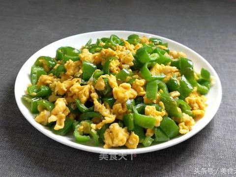 大厨教你青椒炒蛋的正确做法,青椒爽口,鸡蛋滑嫩,好吃又下饭