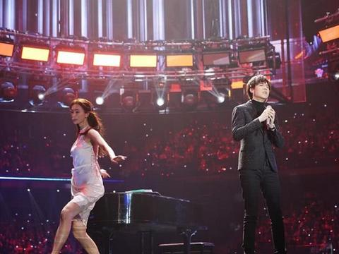 跨年晚会,林志玲亲自为他光脚伴舞!网友:这个网红不得了!图片