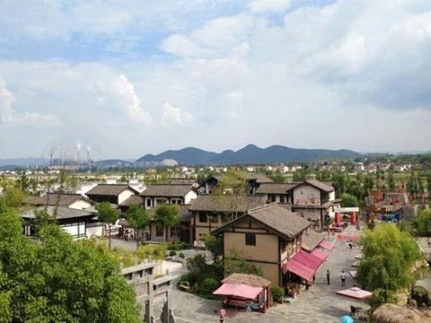 """中国最惨的景区,耗资3.5亿建造一个仿古镇,最终却成为""""空城"""""""