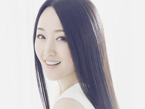 48岁杨钰莹晒闺蜜照,身材窈窕紧致如少女,网友直呼同龄人差太多