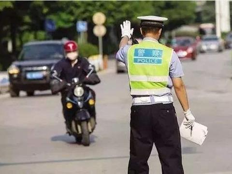 行人或电动车闯红灯被撞,车主要不要负责?交警给出答案