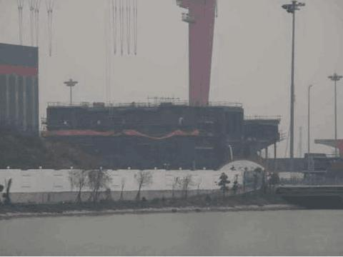 新航母分段现身,或将放弃滑跃甲板,装备弹射器舰载机能满载起飞