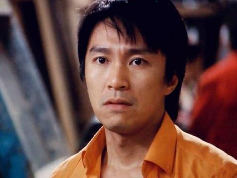 星爷选演员很严格,唯一一次看走眼,面试时被他装傻充愣当上主角