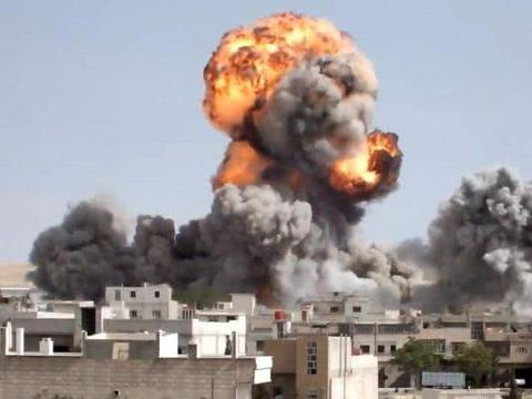 叙利亚发生重大爆炸,美军面临损失惨重,三艘准航母蓄势待发!
