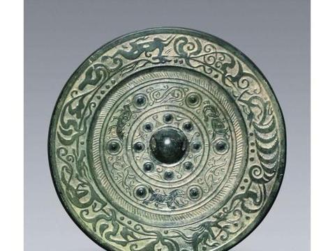 多圈放射纹青铜圆镜——镜子的使用