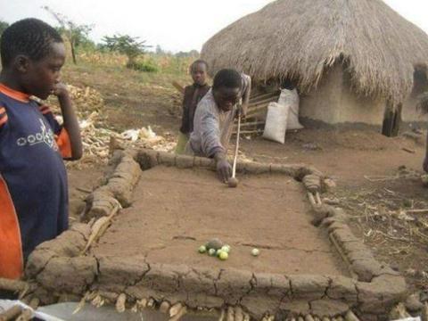 非洲著名的肌肉村,粗劣健身器械练出完美身形