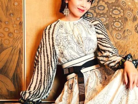 穿长裙的刘涛女神范十足,看到她袖子的那刻,被狂野感给席卷了!