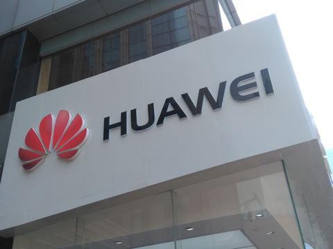 杨元庆评价折叠屏手机:没超过联想3年前概念机!华为员工回怼