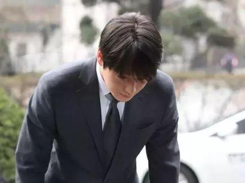 监狱男团出道!崔钟勋也涉嫌偷拍视频散布 现身警察厅接受调查!