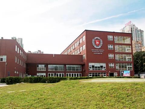 力迈中美国际学校:国外读书压力大,国际高中生应对更自如