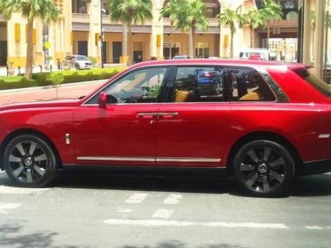撞一下一百万,国内最贵SUV首撞!换个车灯都能买辆顶配雅阁!
