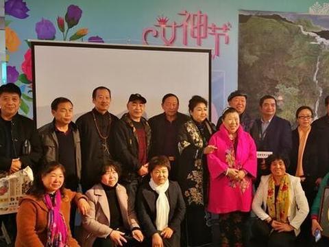 华联集团邀请画家刘宣保举办粉丝见面会