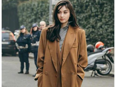 泰国最美变性艺人Poy胖了20斤?穿大红裙走秀,比女人更女人