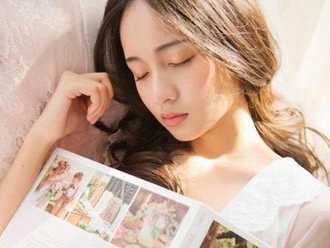 文艺范儿,睡前不玩手机而是看书星座