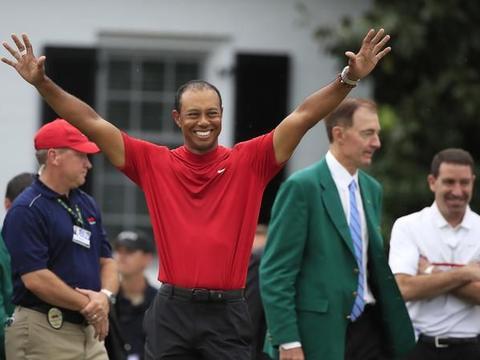"""高尔夫——美国大师赛:""""老虎""""伍兹夺冠(2)"""