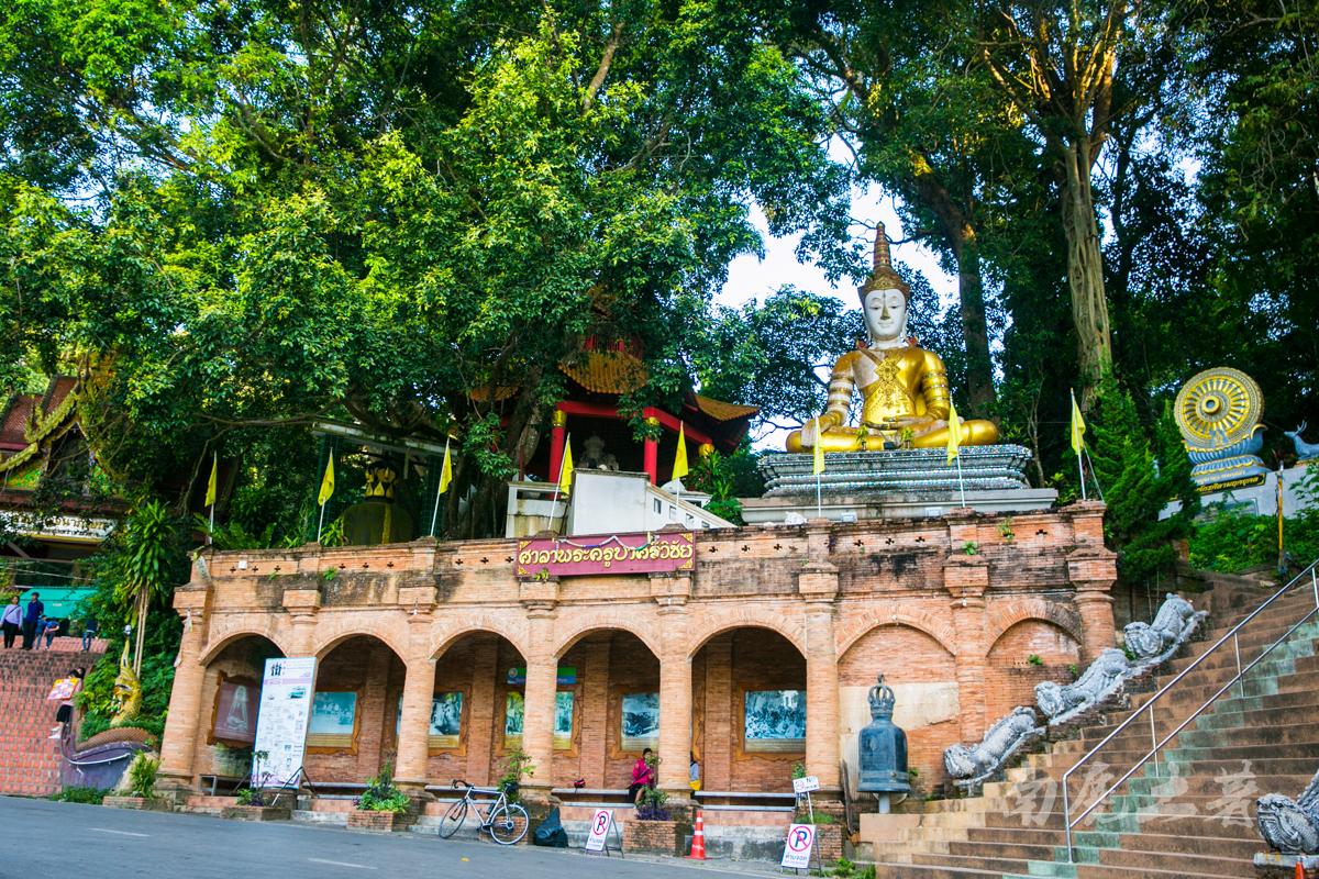 用二百四十多公斤的黄金打造寺庙,清迈有多豪