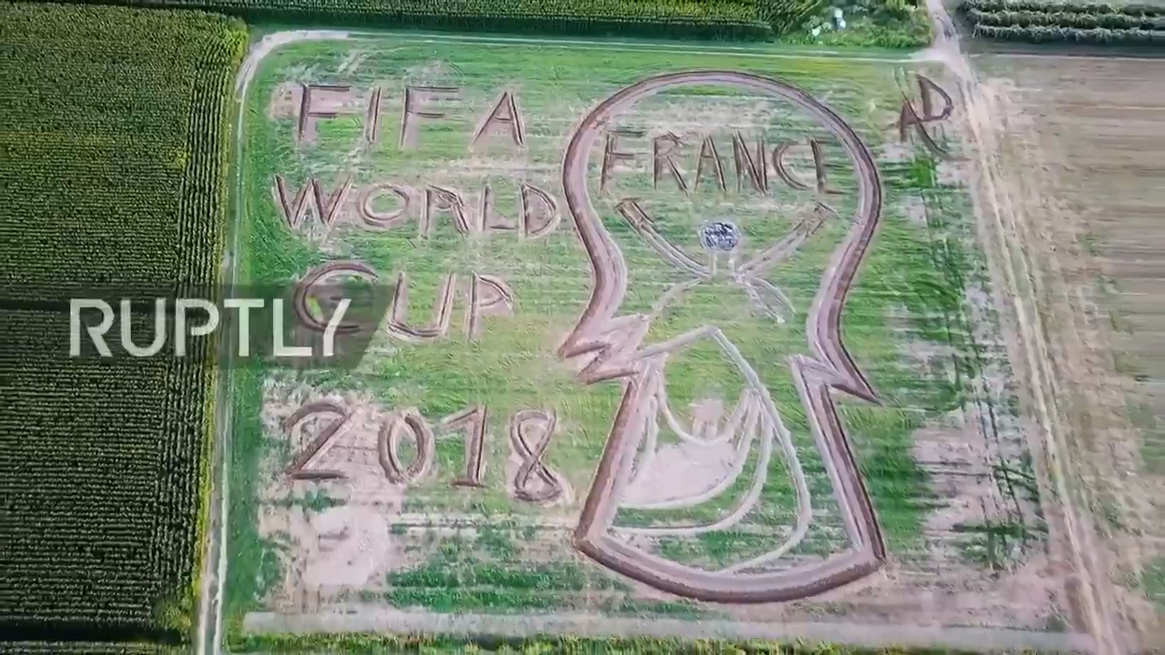 2018俄罗斯世界杯 围观世界杯 世界杯巨大的麦田艺术作品庆祝法国队冠军...