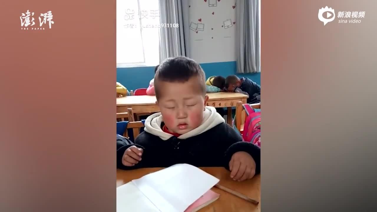 男孩睡神附体坐教室打盹,妈妈说是遗传_七环视频_澎湃新闻-The Paper