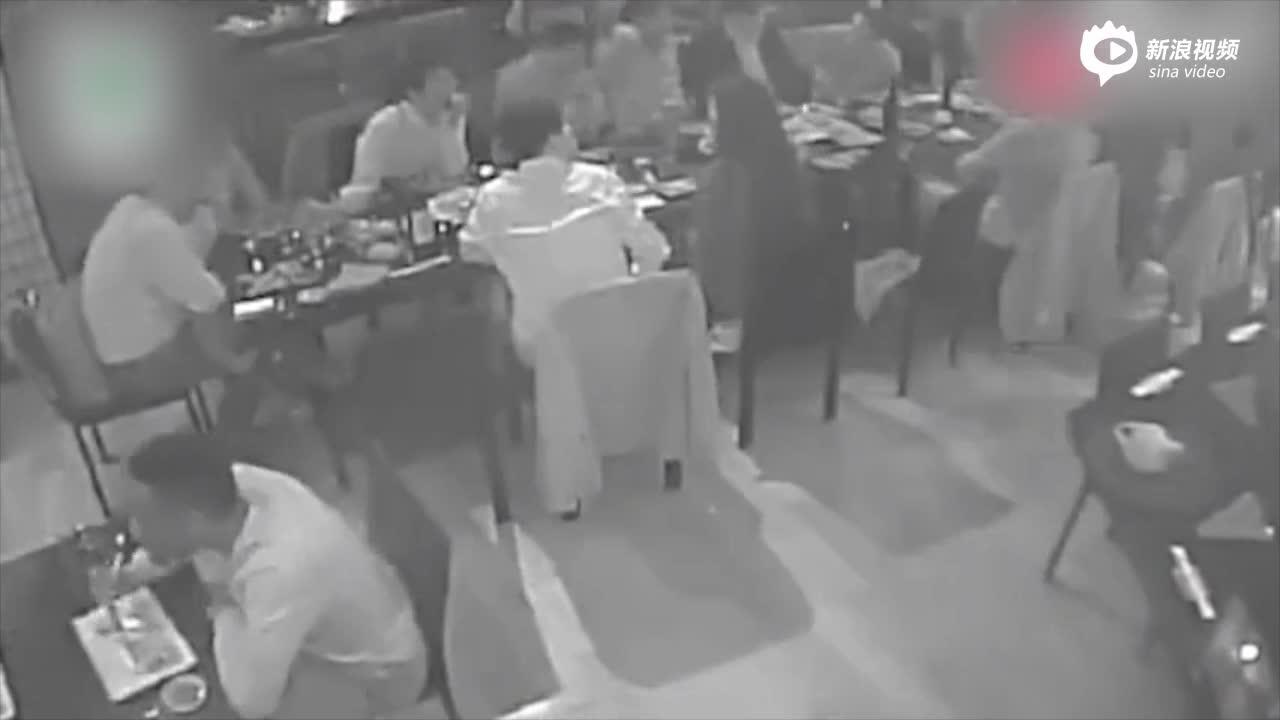 视频:刘强东案疑似完整视频流出:女方曾坐在刘身边