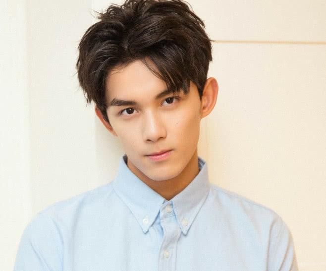 吴磊的眼睛鼻子,吴世勋的嘴巴,合在一起这不就是他吗?