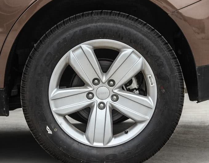吉利SX72013款,整车观感十分大气优雅,多重设计彰显个性