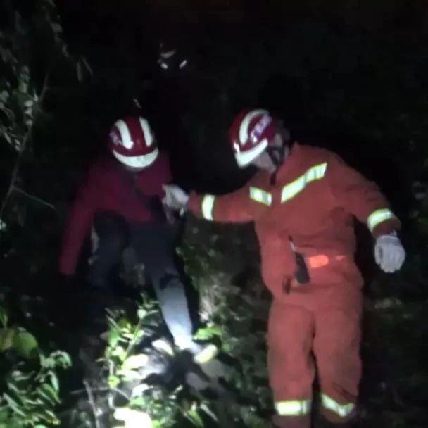 """柳州:游客被困山上消防员搜救 被困者却突然""""消失"""""""