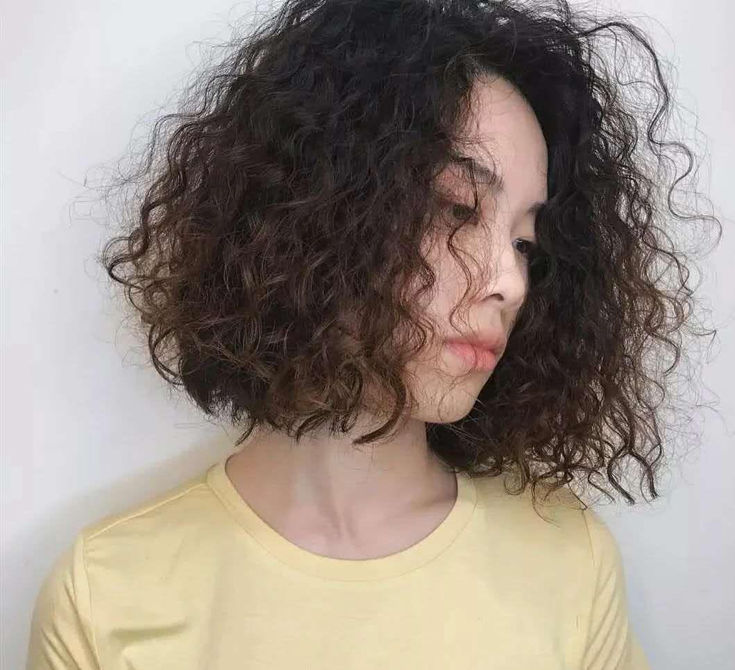 泡面卷发型太火了,这样的卷发适合什么脸型的人?