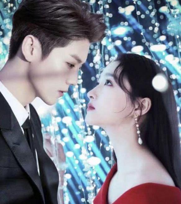 关晓彤和鹿晗一起拍写真,男的帅女的美,看起来好甜呀