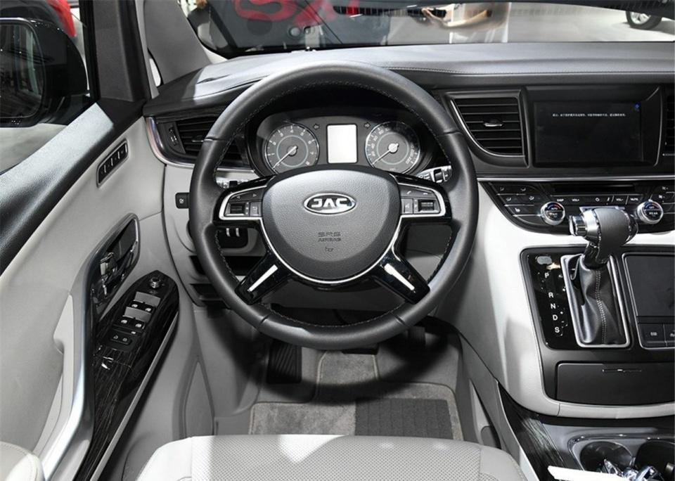 江淮胆大挑战奥德赛和GL8,国产豪华MPV,顶配价格要35万