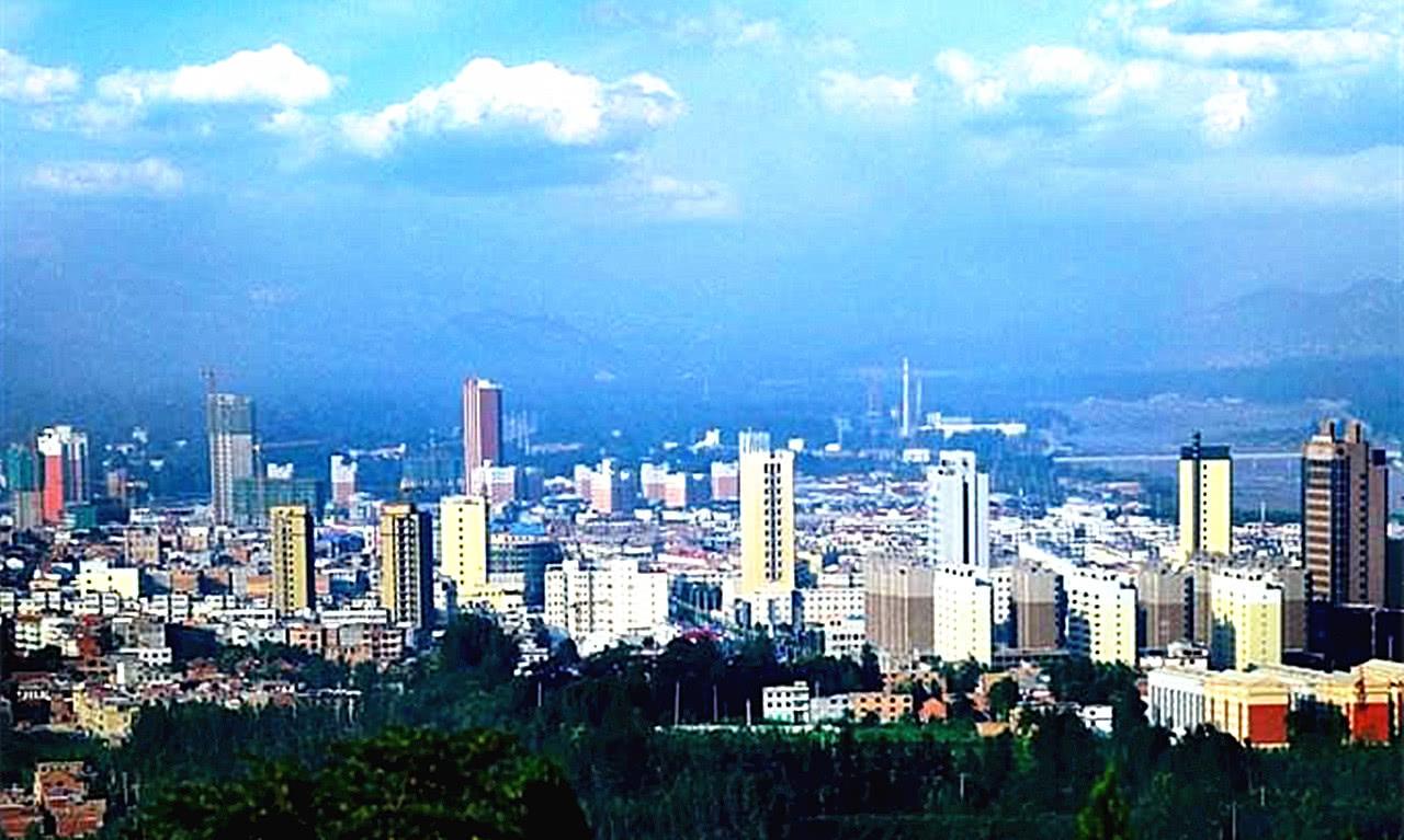 河南面积最大的县城,比郑州一半还要大,景色