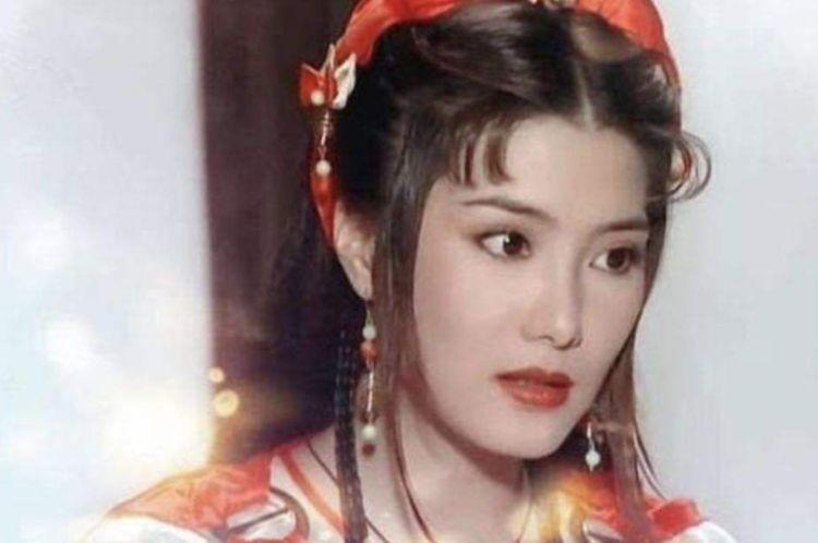 50岁的她至今未婚,和范冰冰一样美,却因拍戏满身伤病