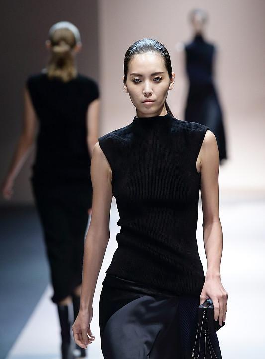 时尚界里的个性派,都靠潮搭来拯救身段的不足
