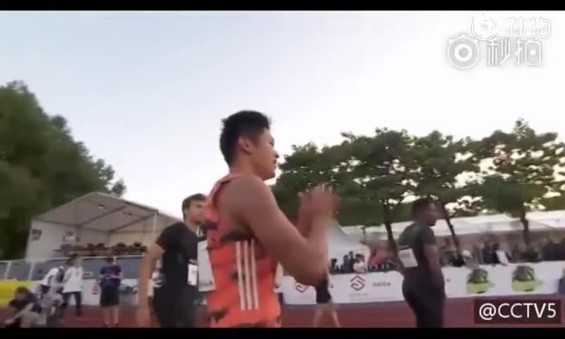 9秒97刷新黄种人百米纪录 圈粉中国小伙谢震业