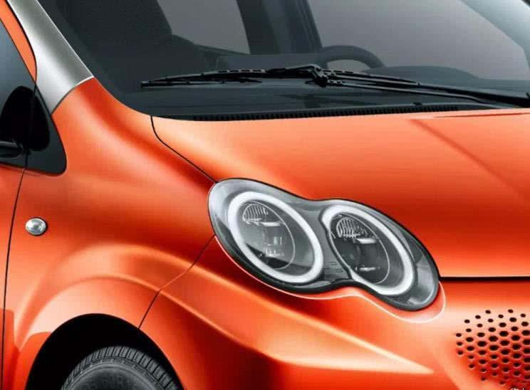 纯电版比亚迪F0,双色车身最大61马力,如果是代步没理由拒绝