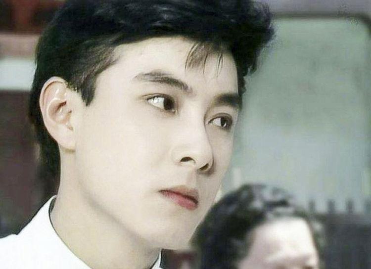 本来以为吴彦祖够帅了,看完20年前的张卫健,网友 颜值