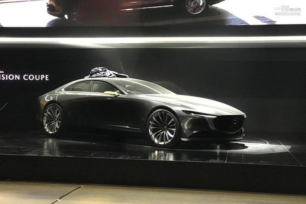 刀锋设计的流线 马自达VISION COUPE概念车亮相上海车展