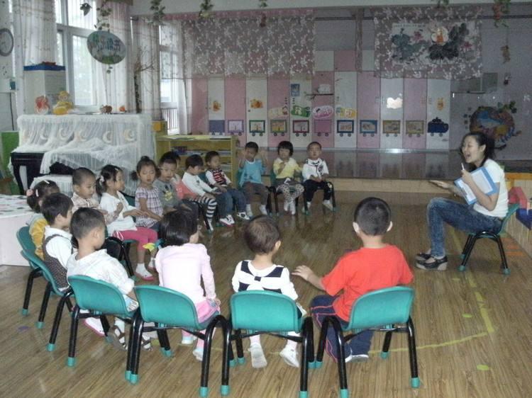 """幼儿园开学第一天,校门口的全是""""戏精""""!看完评论,一阵"""
