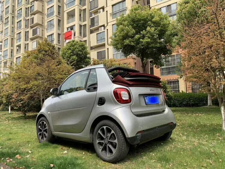 只有两个座位,敞篷版奔驰Smart能买吗?