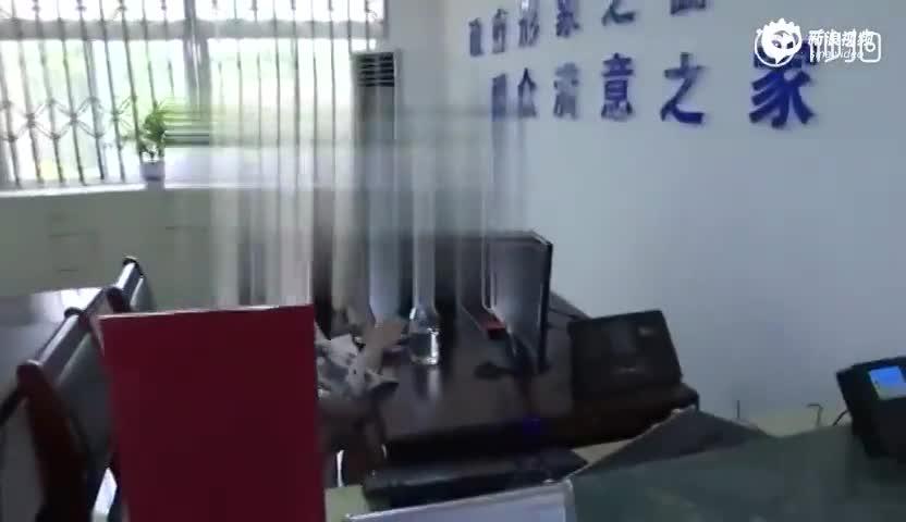 副市长暗访发现窗口人员戴耳机听歌:当天辞退