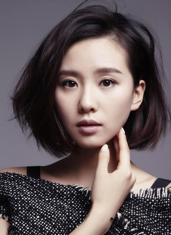 """圆脸的女生头发别乱剪,""""最瘦脸""""的几款短发,时髦还减龄图片"""