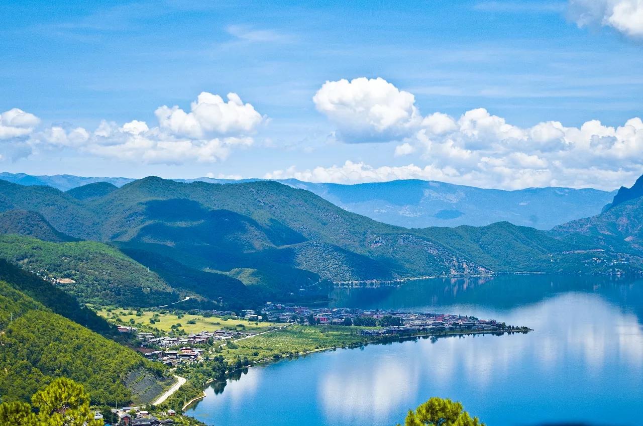 还是比较喜欢泸沽湖的纯美