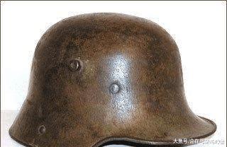 手榴弹爆炸前, 用钢盔盖住手榴弹再扑在钢盔上, 能减轻伤害吗?